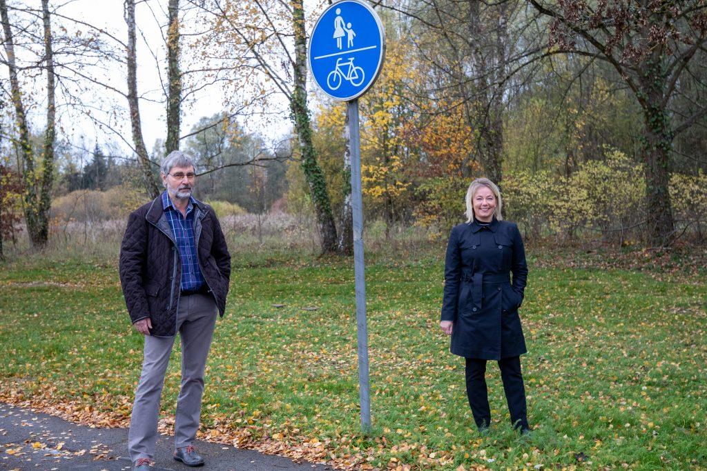 Gerhard Fischer und Anne Yliniva-Hoffmann (v.l.n.r.)